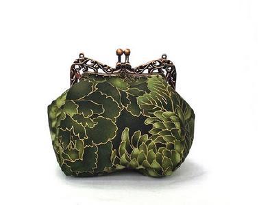 Театральная сумочка из зеленого атласа. Ручная работа
