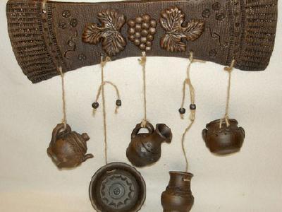 Ручная лепка из глины. Подвески для посуды с листьями винограда