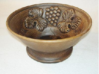 Глиняная керамическая фруктовница с виноградом. Ручная работа
