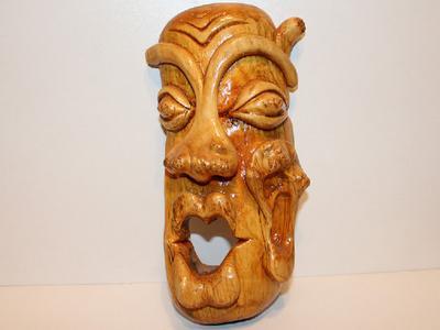 Деревянная маска ручной работы