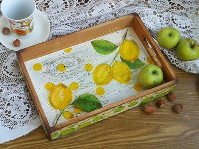 Поднос с лимонами