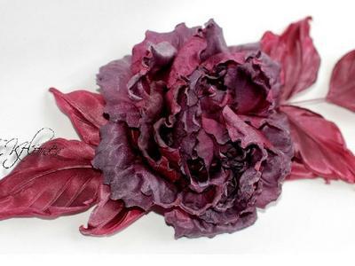 Цветы из ткани и шелка брошь алая Роза