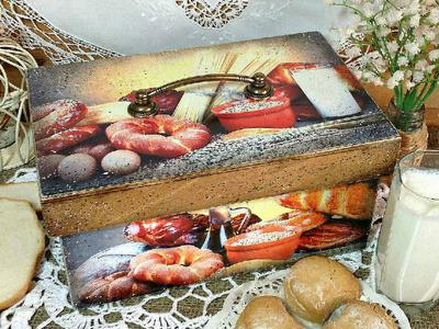 Хлебница выполнена в технике декупаж
